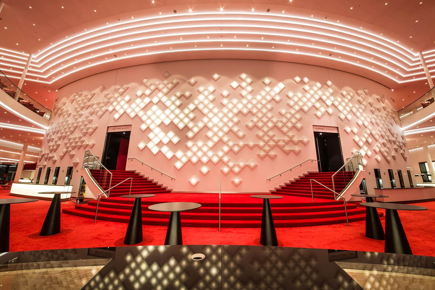 Dynamic OLED installation in the Stage Theater an der Elbe in Hamburg
