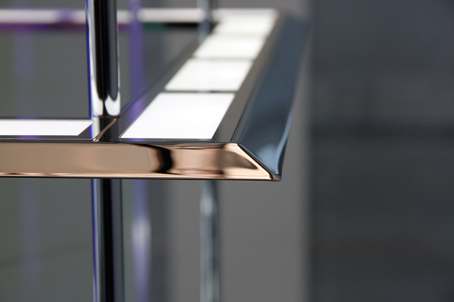 closeup of OLED luminaire by Kardorff Ingenieure Lichtplanung
