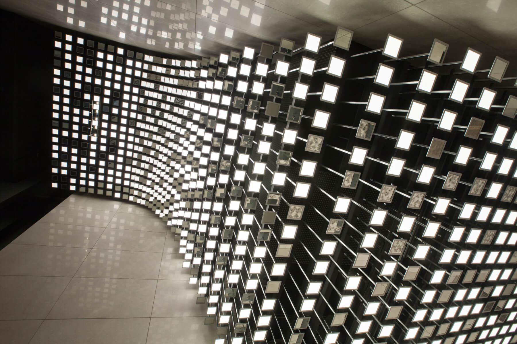 OLED lighting installation in the lobby at Neue Mainzer Straße 80 in Frankfurt