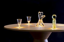 Table with integrated OLED lighting panels