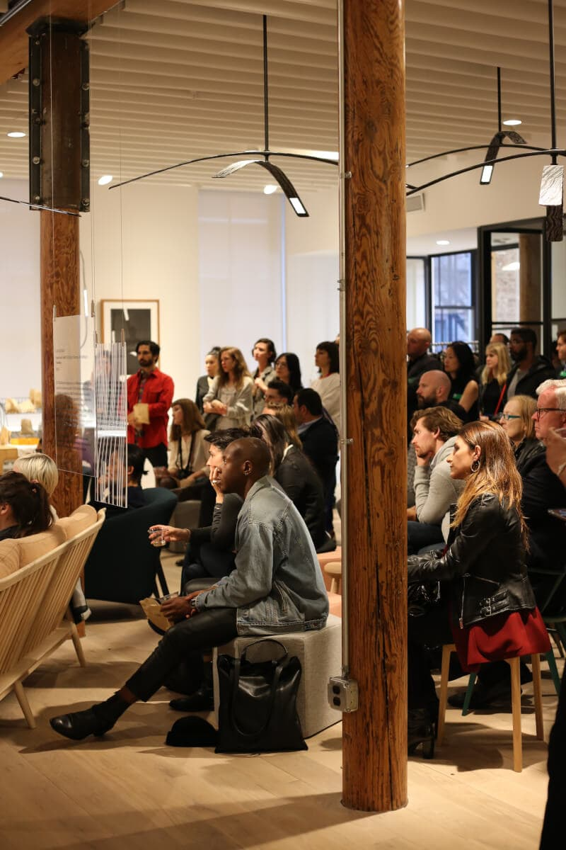 """People listening to panel discussion under Rich Brilliant Willing´s OLED fixture """"Light Inflection"""""""