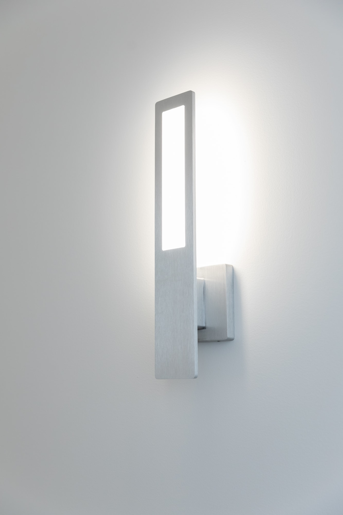 Acuity Brands´ OLED wall sconce Nomi