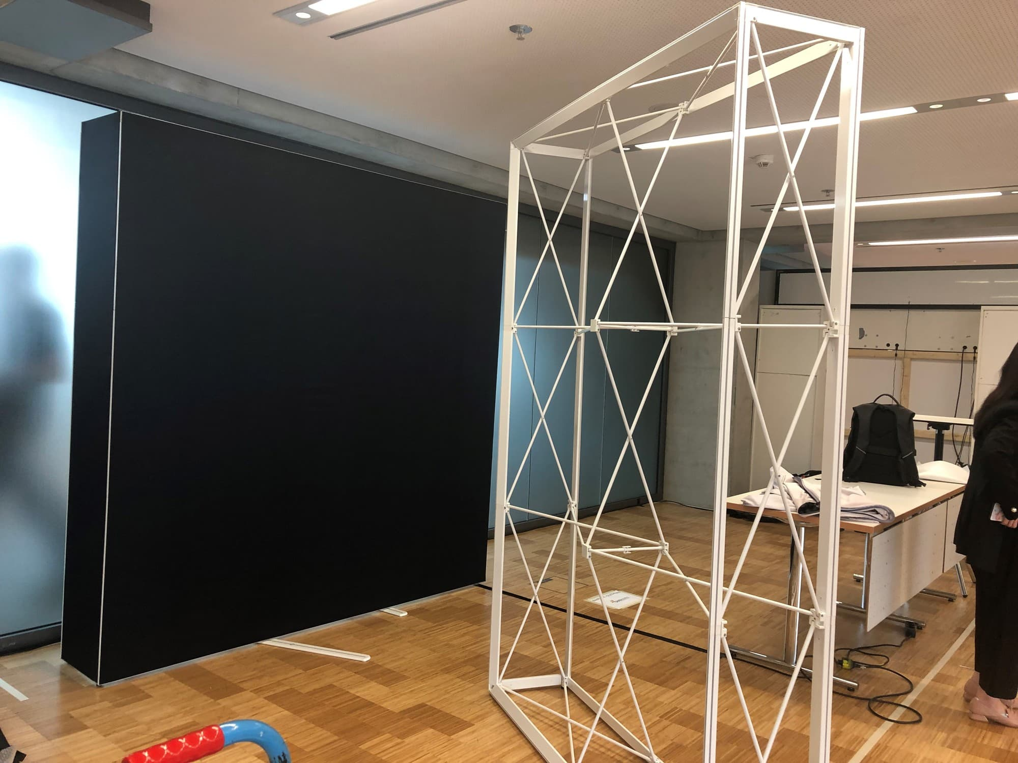 Booth under construction at ISAL 2019 | OLEDWorks